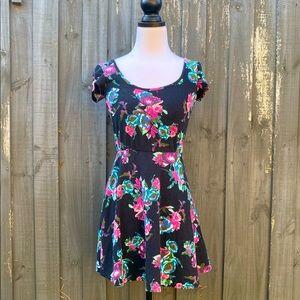 Charlotte Russe Short Sleeve Floral Print Dress M